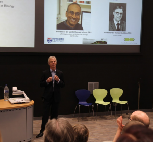 Jeff Errington introduces Venki Ramakrishnan to the ICaMB audience