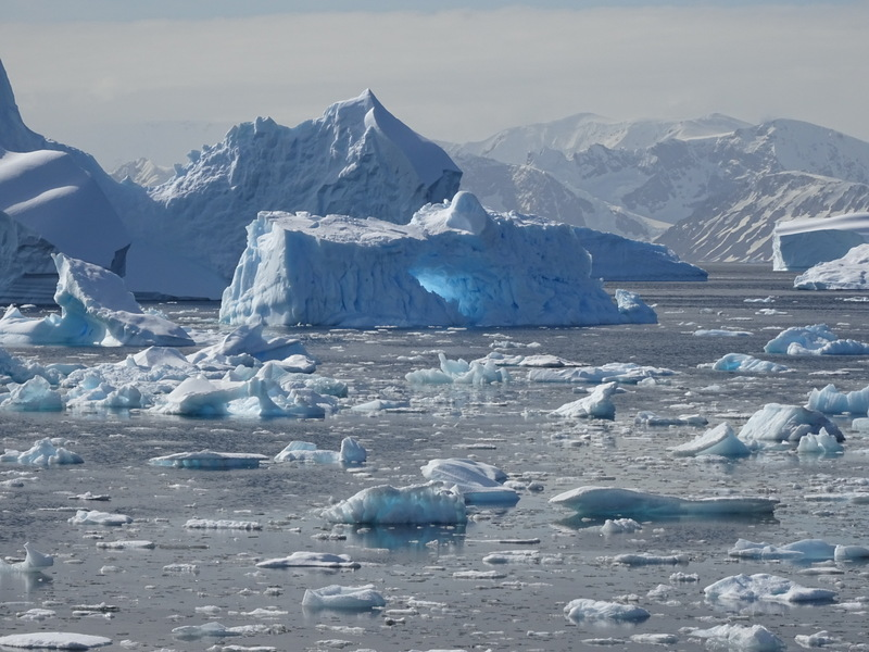 5.Evidence of glowing iceberg