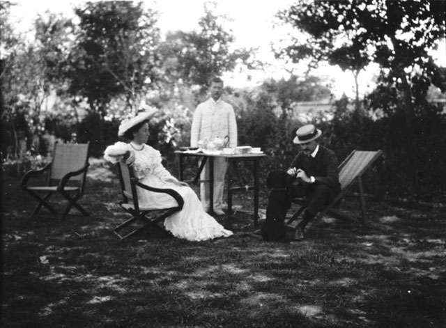 Photograph of Doughty-Wylie (right) and his wife Lilian (left) in Consulate Gardens of Konya, Turkey, May 1907