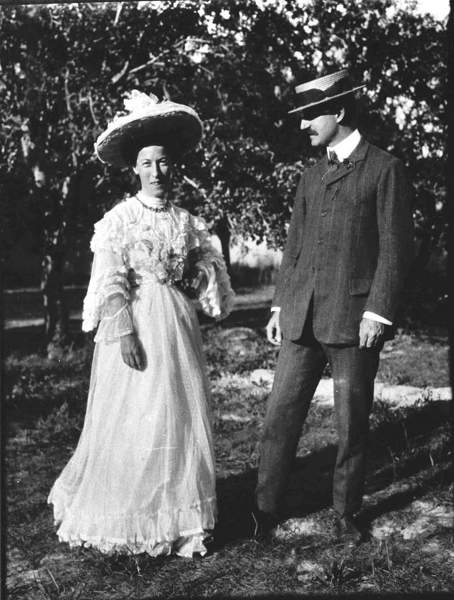 Photograph of The Doughty Wylies in Consulate Gardens, May 1907